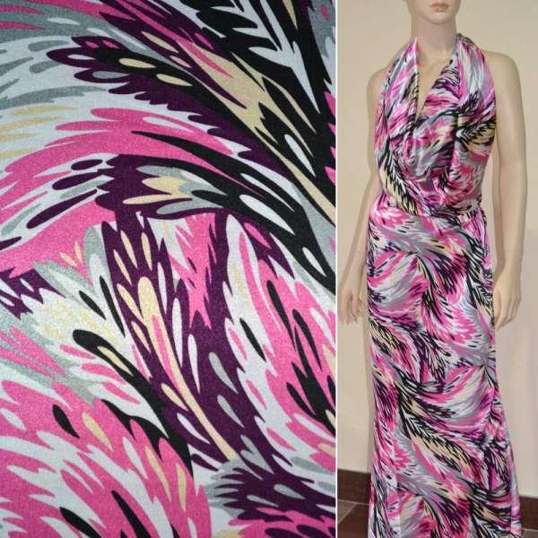 Атлас стрейч светло-серый в розово-сиреневые перья ш.120 оптом
