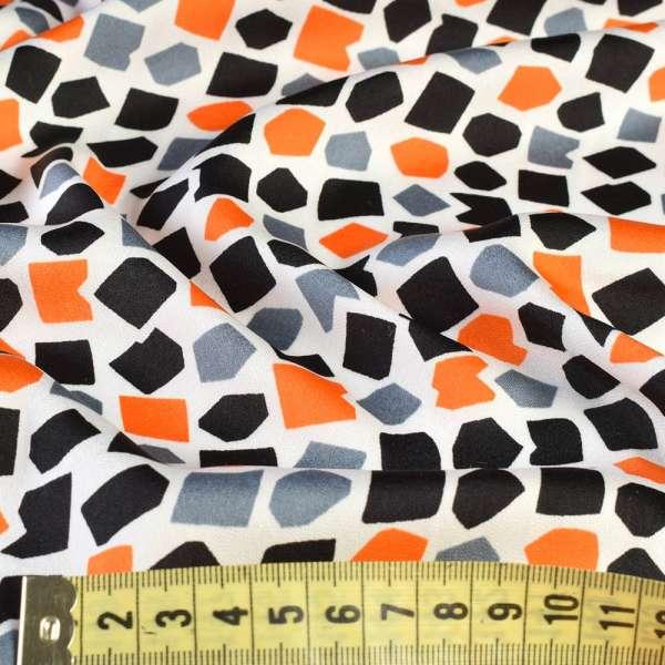 Шелк японский белый в черные, серые, оранжевые фигуры, ш.150 оптом