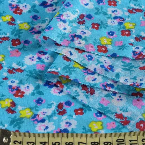 Батист голубой в мелкие белые, желтые, розовые цветы, ш.140 оптом