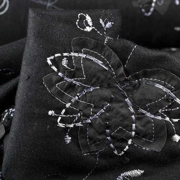 Ткань костюмная черная с серебряной вышивкой и черными аппликациями, ш.150 оптом