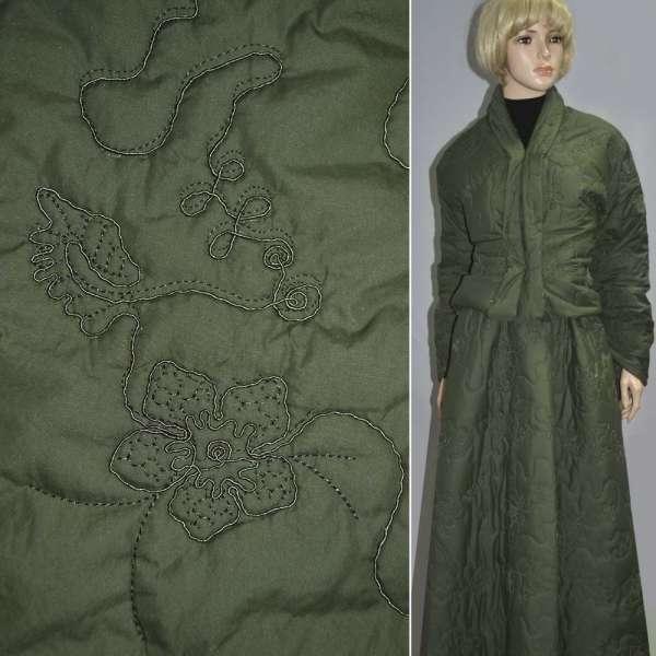 плащевка стег. темно-зеленая с вышив. и цветами, ш.150 оптом