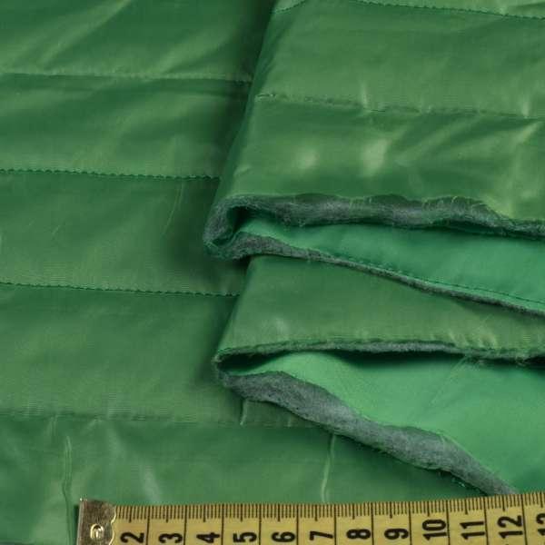 Ткань плащевая стеганая зеленая на подкладке полоска 5см, ш.150 оптом