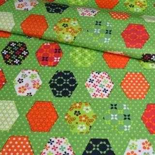 Коттон зеленый, оранжевые, синие, белые шестиугольники пэчворк, ш.148 оптом