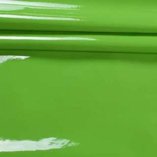 Кожа искусственная лаке на флисе зеленая ш.140 оптом