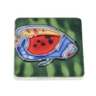 Магнит сувенирный керамика глазурь 6 х 6 см рыба голубо красная с желтым оптом