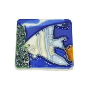 Магнит сувенирный керамика глазурь 6 х 6 см рыба скалярия бело-голубая оптом