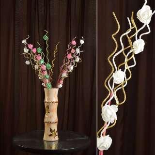 Искусственная веточка 75 см с розочками и золотистой спиралью белая оптом