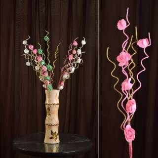 Искусственная веточка 75 см с розочками и золотистой спиралью розовая оптом