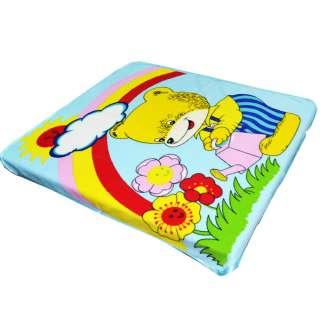 Плед флисовый 110х115 см мишка поливает цветы с радугой голубой оптом