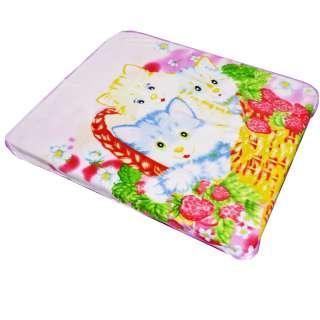 Плед флисовый 106х120 см с котятами в корзинке бледно-розовый оптом